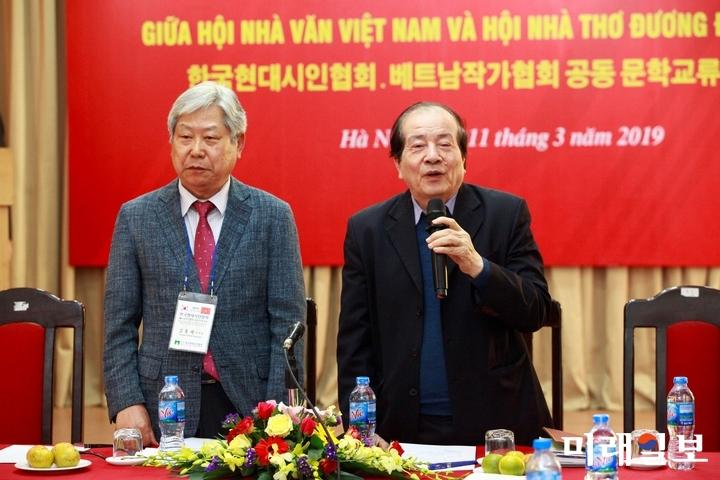 11일 오후 베트남 하노이 문학예술연합회 회의실에서 개최된 한국현대시인협회와 베트남작가협회와의 공동 문학교류 행사에서 휴 틴(Huu Thinh) 베트남작가협회 주석이 환영사를 하고 있다./사진=장건섭 기자